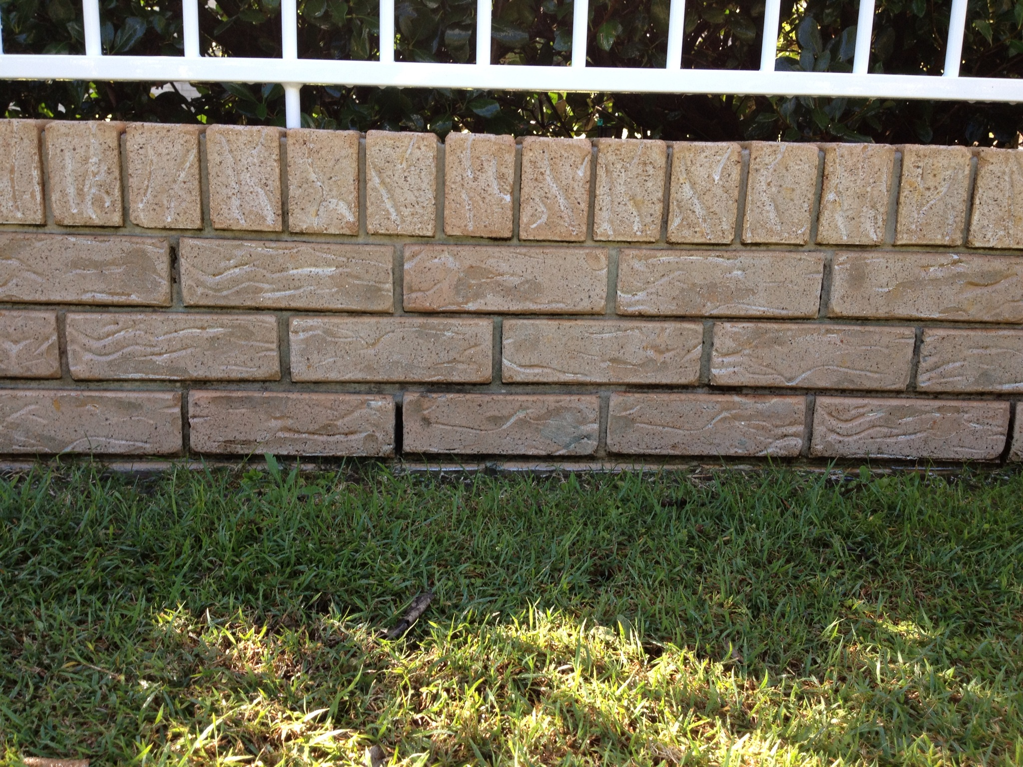 Mooloolaba Pressure clean brick wall-after